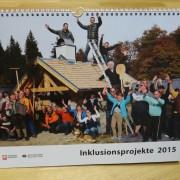 Titelblatt des Kalenders mit Menschengruppe