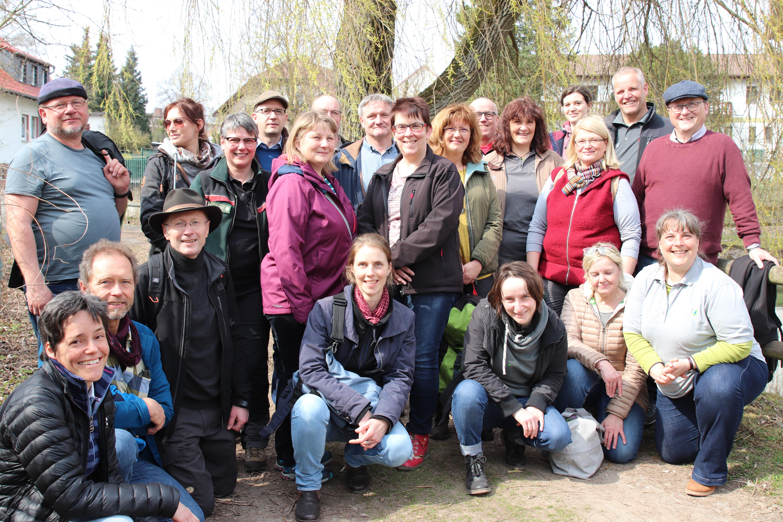 Gruppe vor Baum